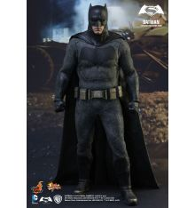 Hot Toys MMS342 Batman v Superman: Dawn of Justice Batman 1/6th Scale Collectible Figure